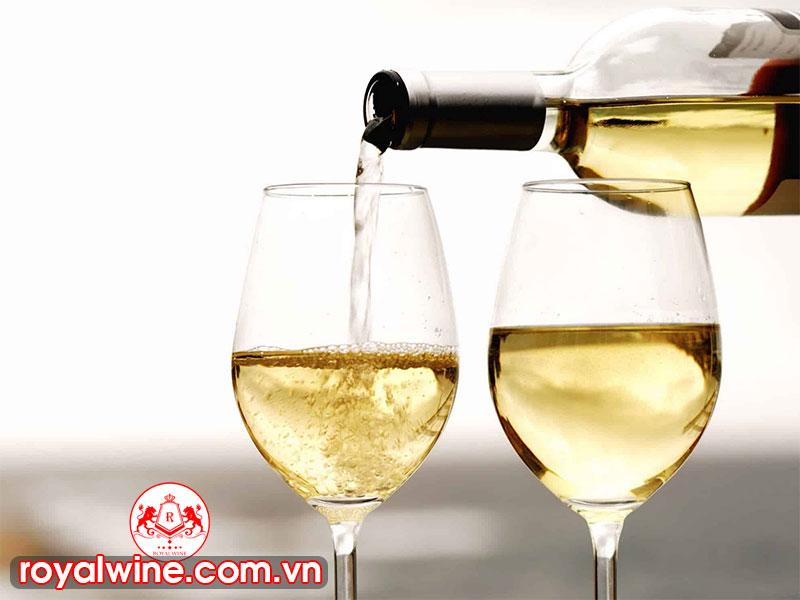 Đặc Điểm Của Rượu Vang Trắng Hiện Nay