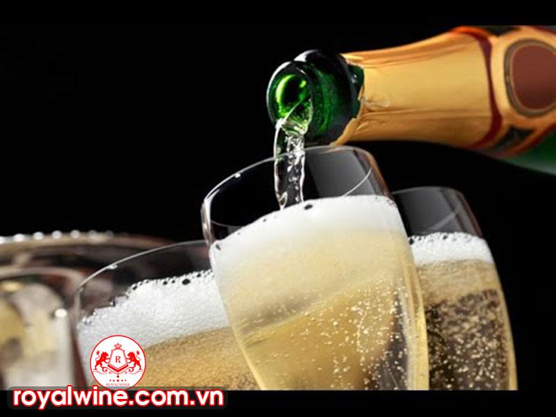 Những Công Dụng Mà Rượu Champagne Mang Lại