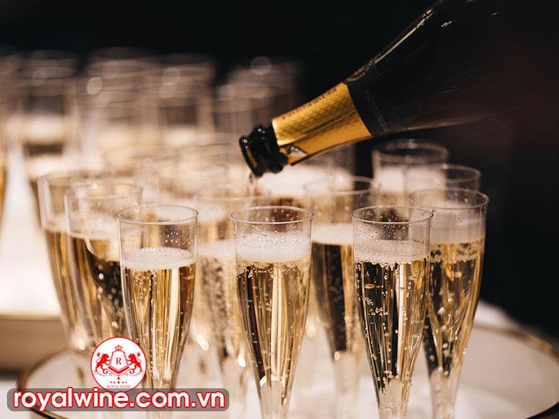 Quốc Gia Sản Xuất Rượu Sampanh Nổi Tiếng Trên Thế Giới