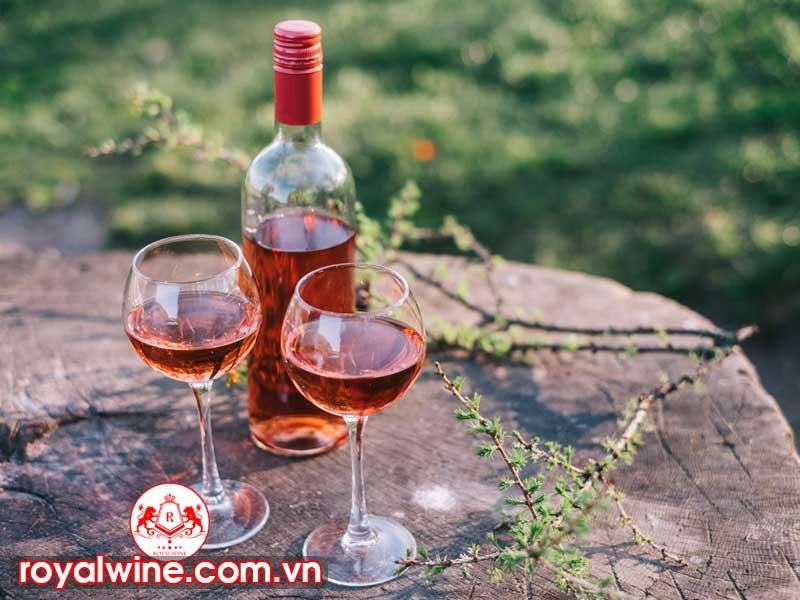 Quy Trình Sản Xuất Rượu Vang Hồng Chuyên Nghiệp Như Nào