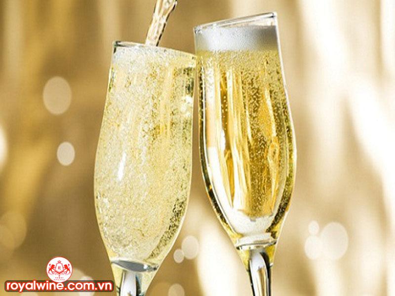 Rượu vang sủi tằm ( sparkling wine )